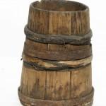 Кадушка деревянная с двумя железными и двумя деревянными обручами.